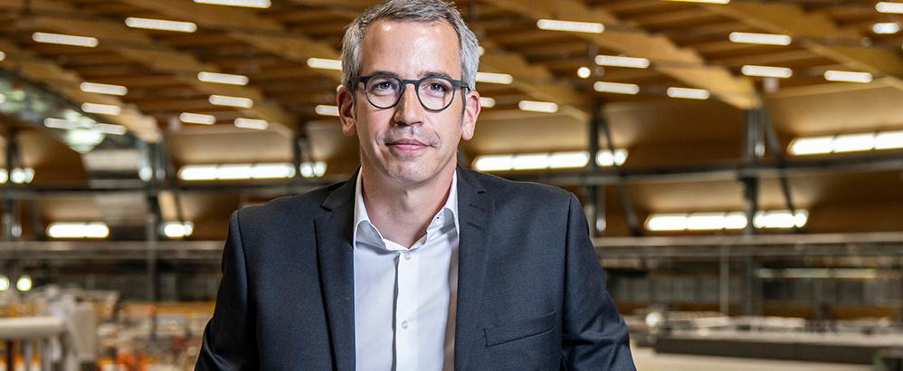 PSI-Direktor Christian Rüegg in der Synchrotron Lichtquelle Schweiz. Bild: Paul ScherrerInstitut/ Markus Fischer